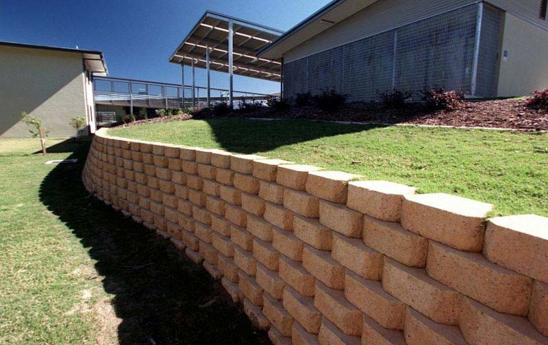 12-Windsor-Retaining-Wall-Blocks