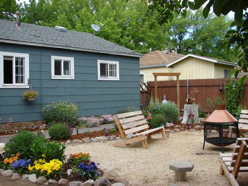Backyard-Landscaping-On-A-Budget