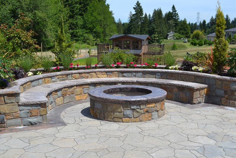 Backyard-Landscaping-With-Fire-Pit