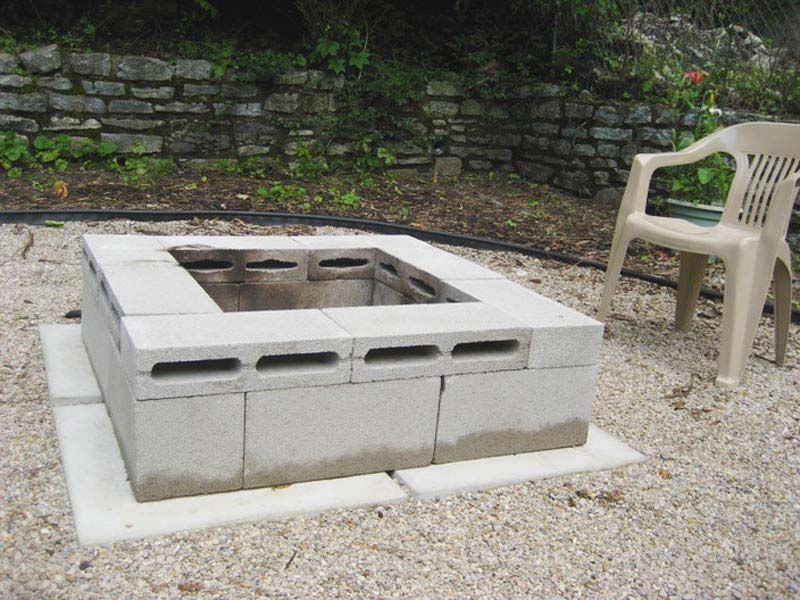 Building-A-Fire-Pit-With-Retaining-Wall-Blocks
