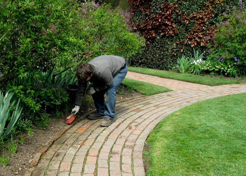 Cheap-Edging-Ideas-For-Landscaping