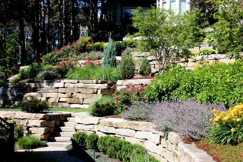 Cheap-Landscaping-Ideas-For-Hillside