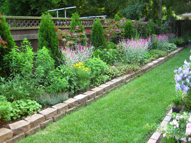 Cheap-Outdoor-Landscaping-Ideas