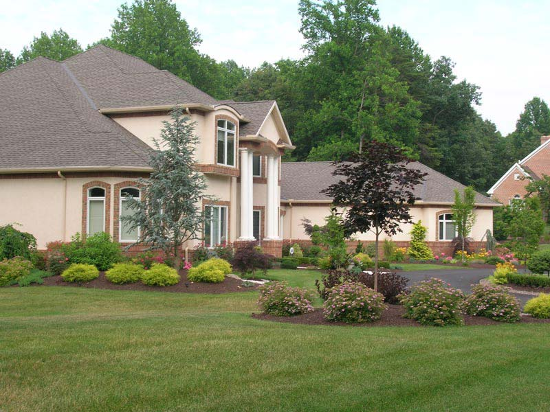 Superb curb appeal landscaping ideas and options for home for Ranch house curb appeal