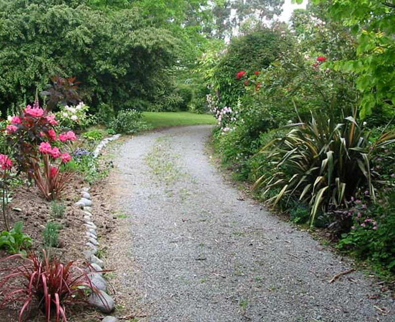 Driveway-Landscaping-Ideas-Photos