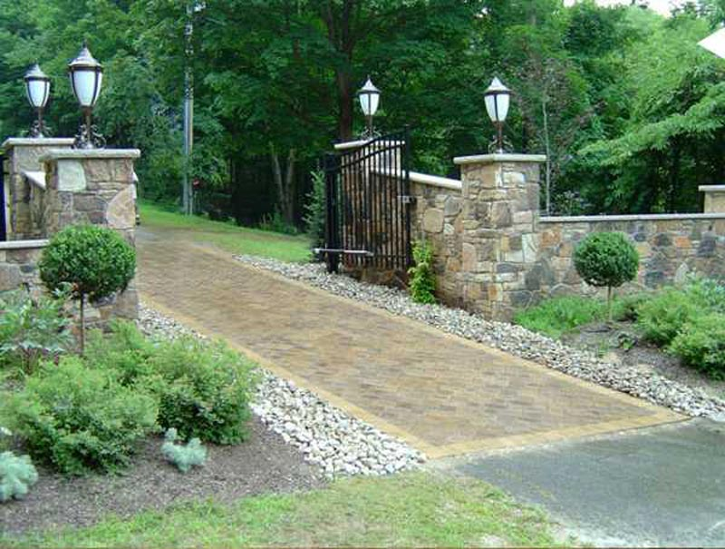 Driveway-Landscaping-Ideas-Pictures