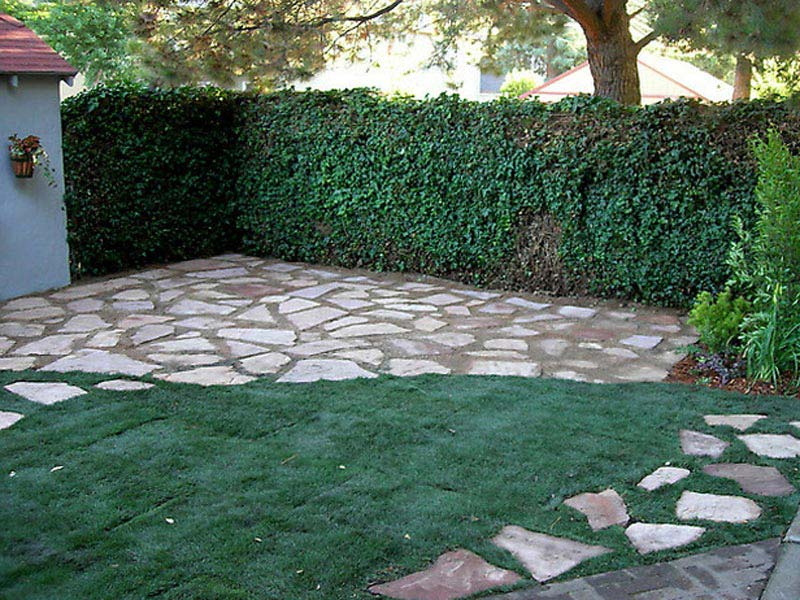 Driveway-Landscaping-Ideas-With-Bricks