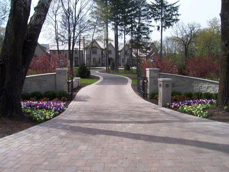 Driveway-Landscaping-Ideas-With-Rocks