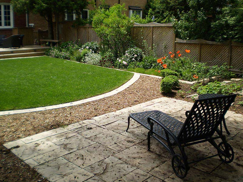 Hardscape-Ideas-For-Small-Backyards