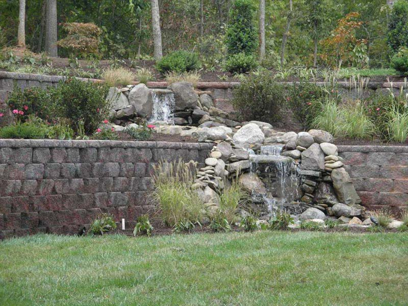 Hillside-Retaining-Wall-Ideas