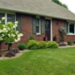 Ideas-For-Front-Yard-Landscaping-Foundation-Planting