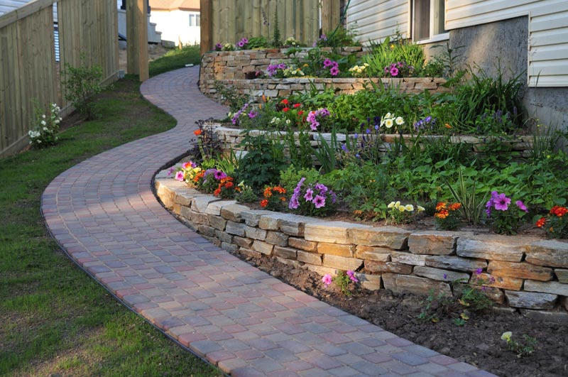 Inexpensive-Landscaping-Ideas-For-Backyard