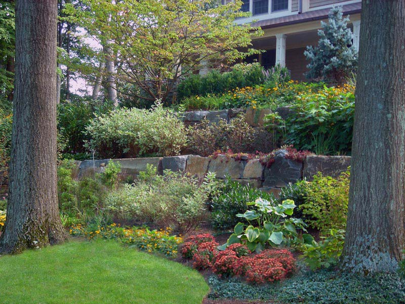 Retaining wall ideas stylish way to conquer slopes for Landscape retaining wall design