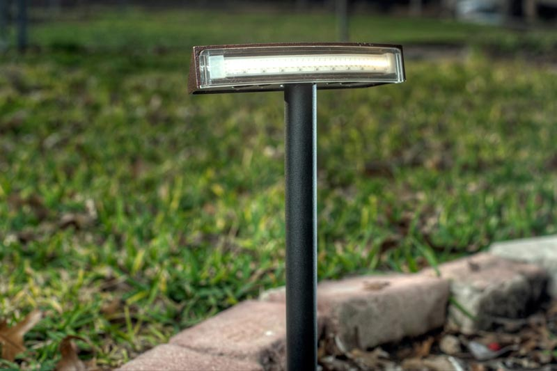 Landscape-Lighting-Stakes