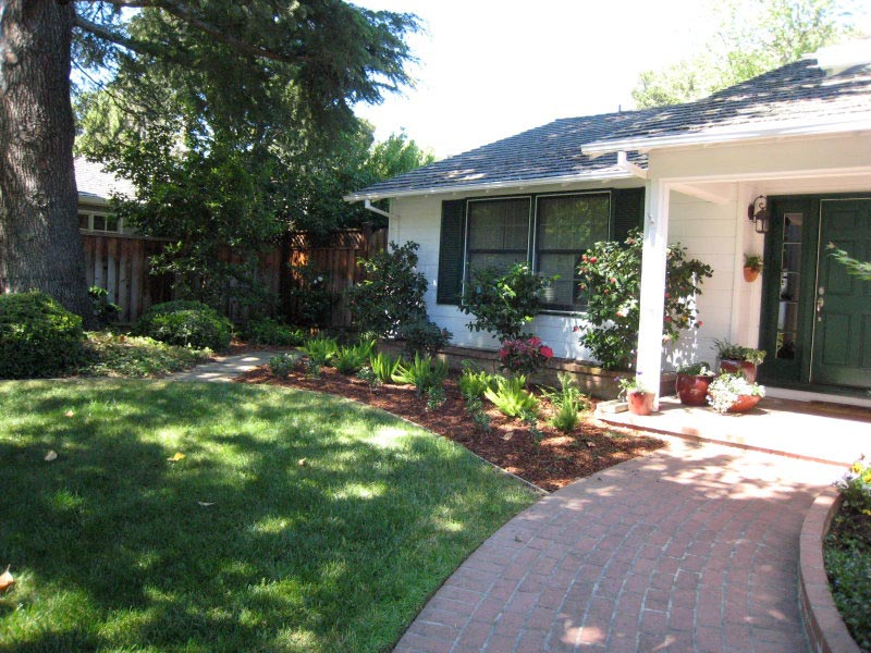 Landscaping-Ideas-For-Front-Yard-Rambler