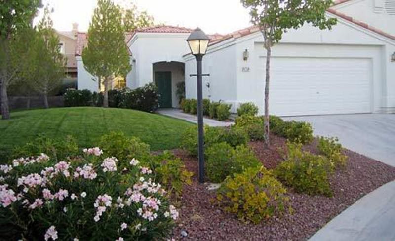 Landscaping-Ideas-For-Front-Yard-With-Hill