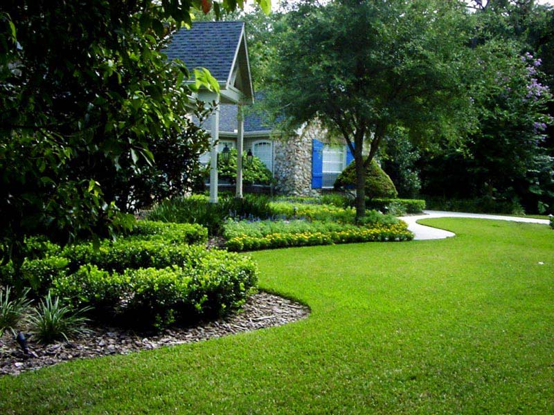 Landscaping-Shrubs-Front-Of-House