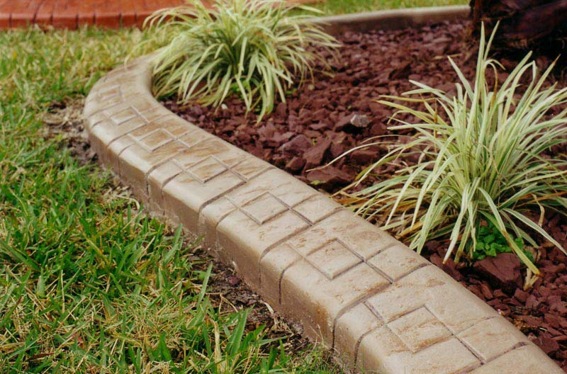 Lawn-Edging-Ideas-Lowes