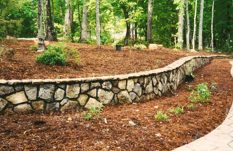 Natural-Stone-Retaining-Wall-Ideas