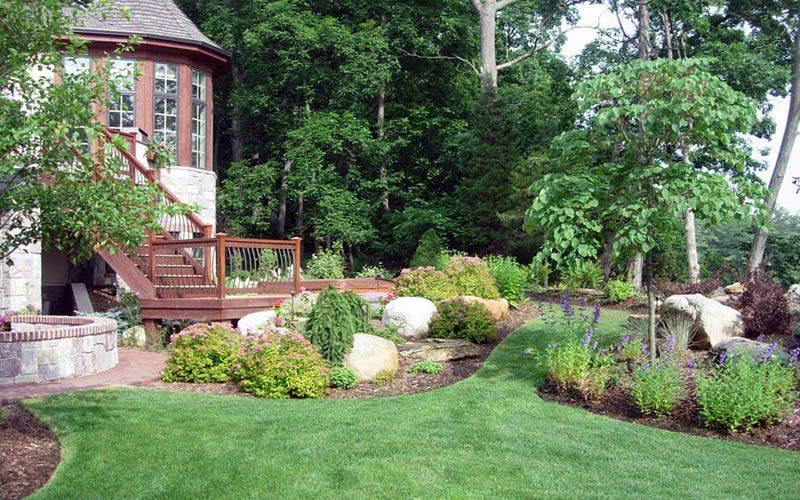 Top residential landscape design for the garden decoration for Residential landscaping ideas