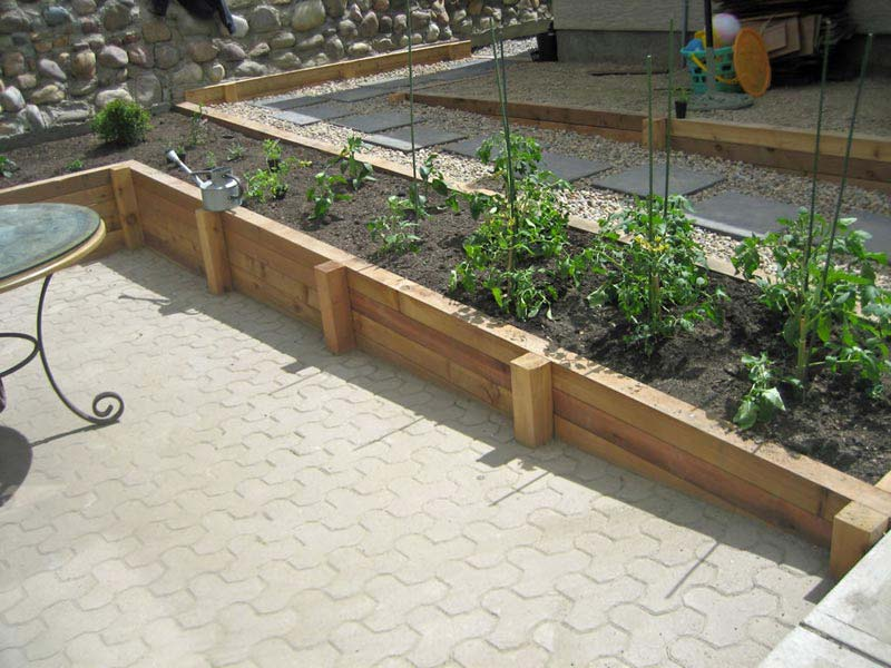 Retaining-Wall-Planter-Ideas