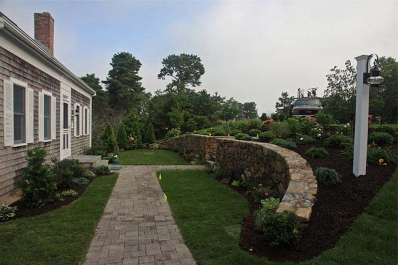 Front-Yard-Landscaping-Retaining-Walls
