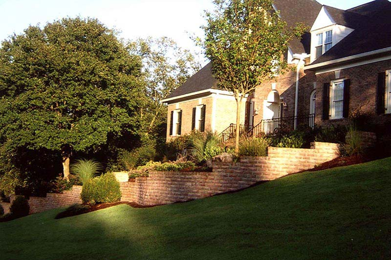 Landscaping-A-Sloped-Front-Yard