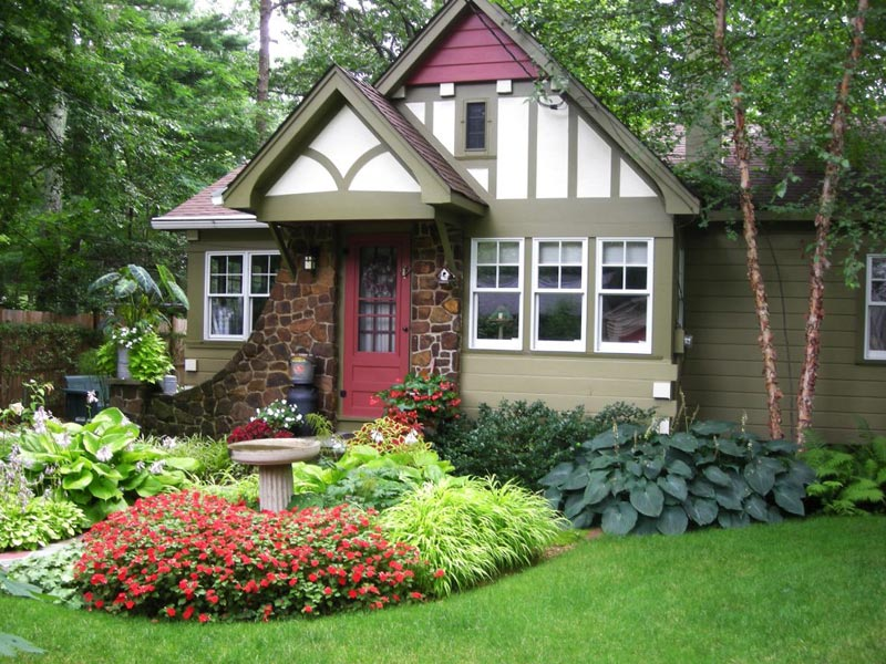Small-Front-Yard-Landscaping-Ideas-Florida