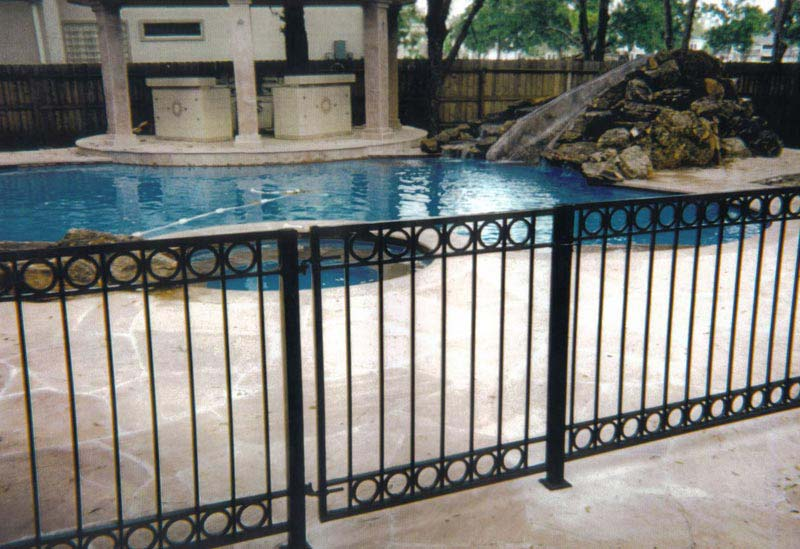 Landscaping-Around-A-Pool-Fence