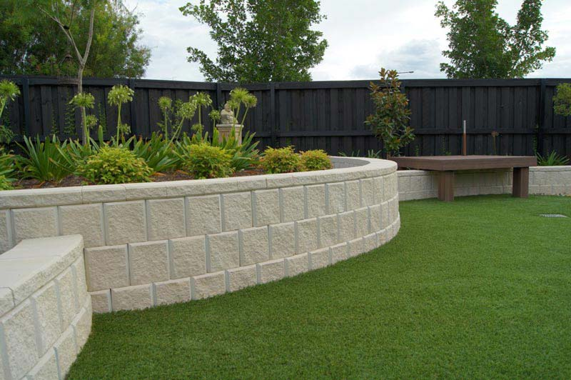 Landscaping-Blocks-Retaining-Wall