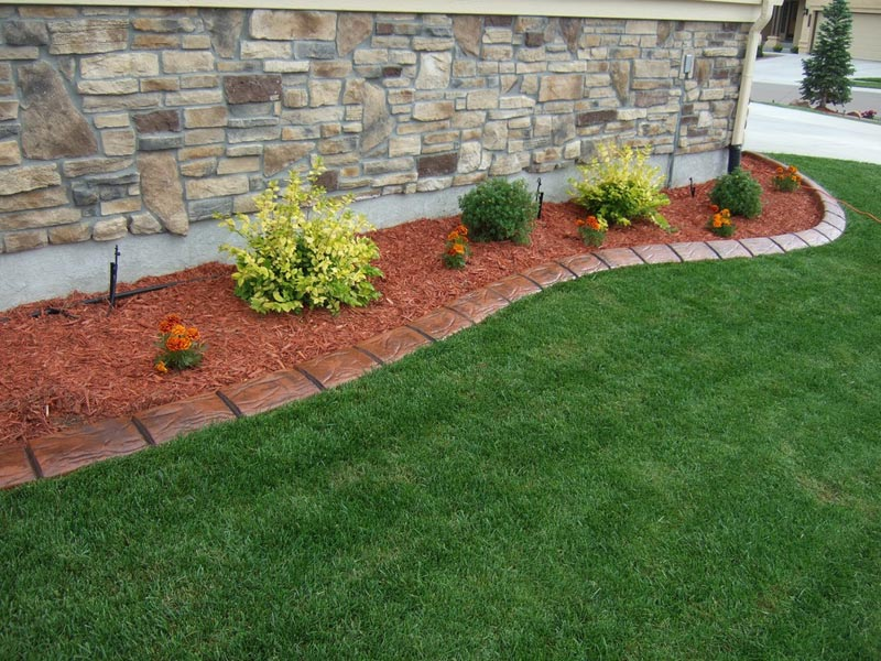 Lawn-Edging-Materials