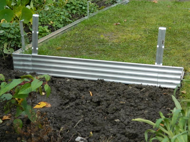 Lawn-Edging-Metal-Strip