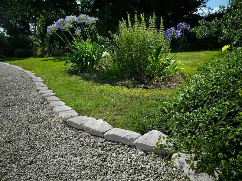 Lawn-Edging-Pavers
