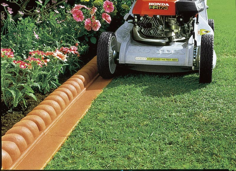 lawn edging makes the lawn appear more attractive and practical