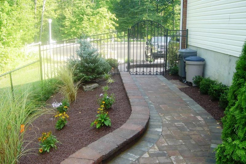 Side-Yard-Landscaping-Photos