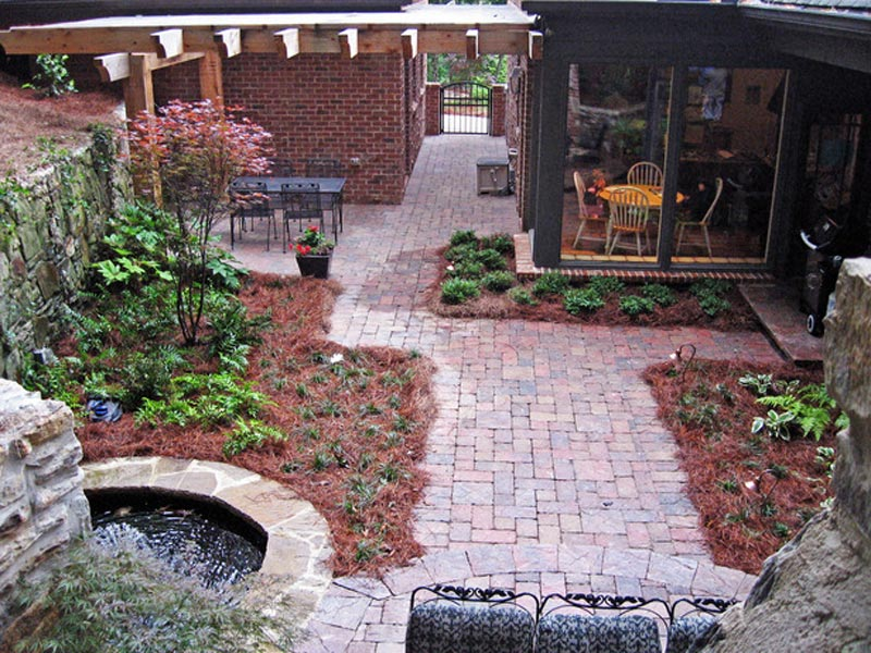 Small-Side-Yard-Landscaping