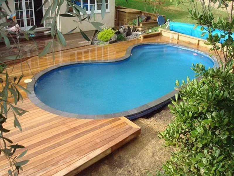 Landscaping-Around-A-Pool-Deck