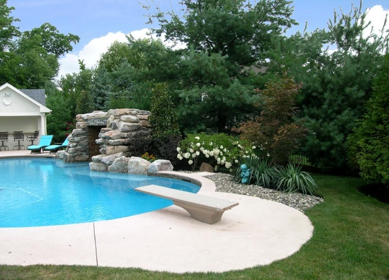 Landscaping-Around-A-Pool-Pictures