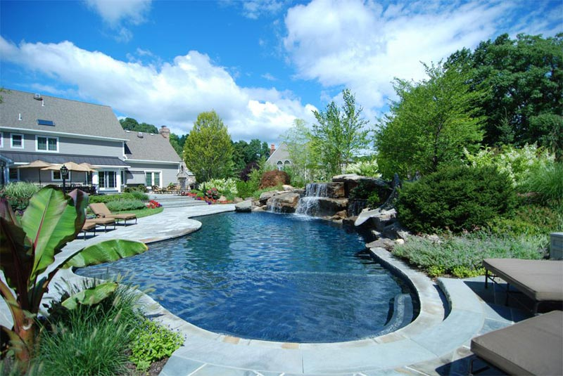 Landscaping-Around-An-Inground-Pool