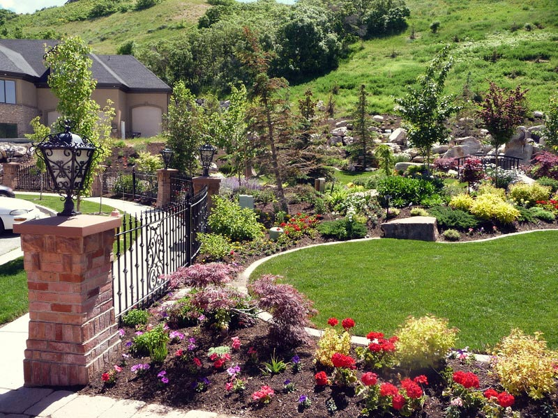 Landscaping with shrubs and perennials landscape design for Landscaping with perennials designs