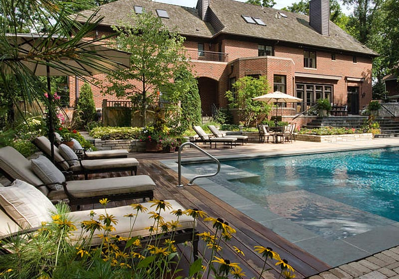 Swimming-Pool-Landscaping-Ideas