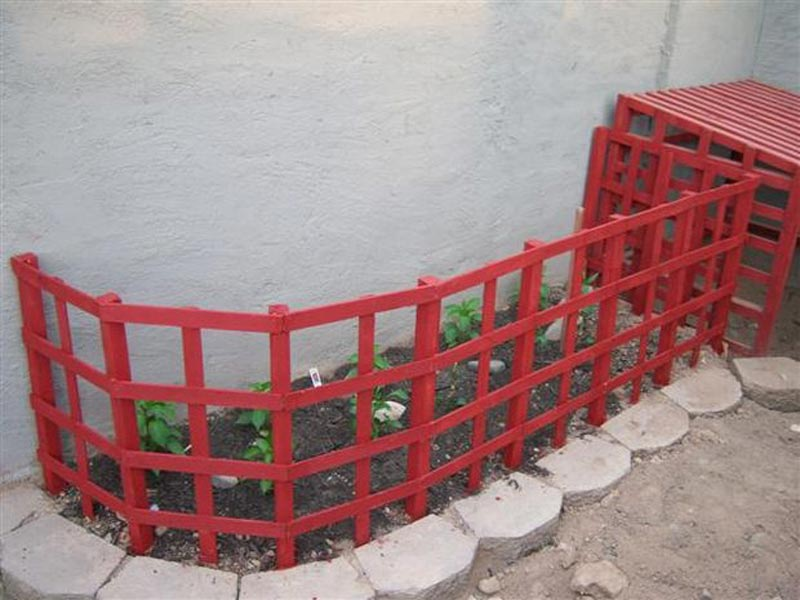 Garden-Fence-Ideas-To-Keep-Dogs-Out
