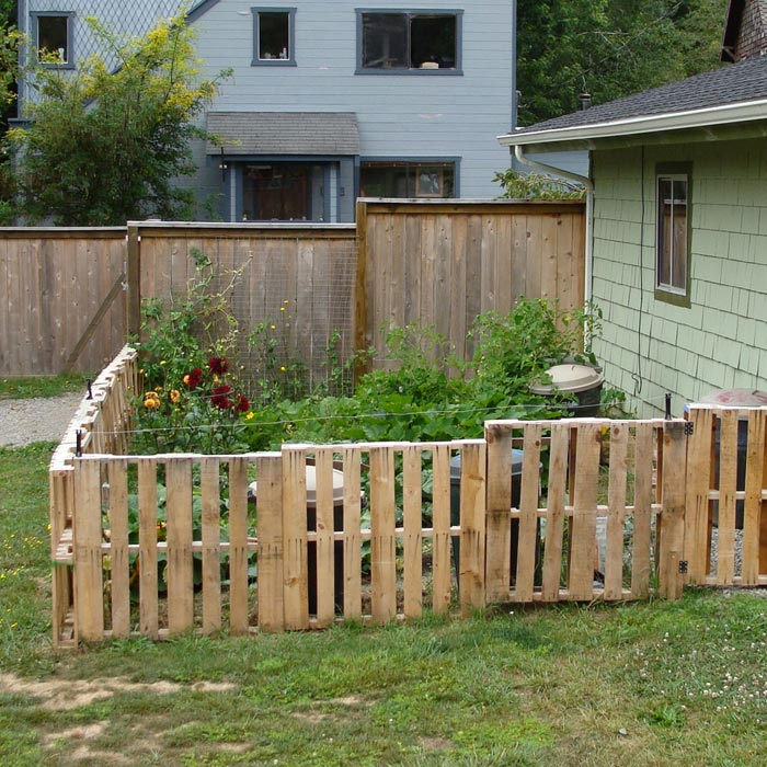 Inexpensive-Garden-Fencing-Ideas