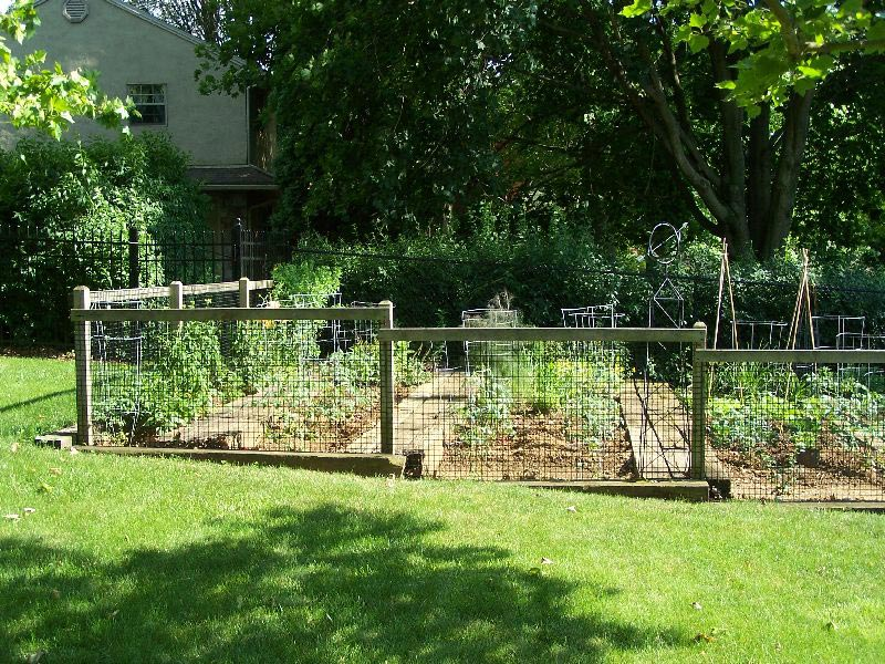 Small-Garden-Fencing-Ideas