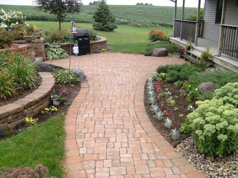 Walkway-Designs-With-Pavers