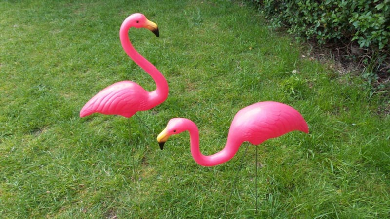 metal-flamingo-lawn-ornaments