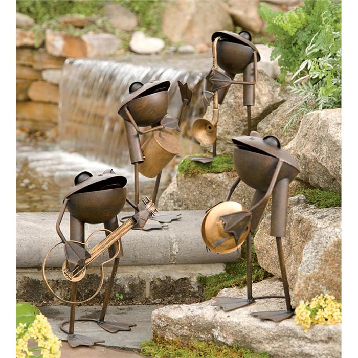 metal-frog-lawn-ornaments