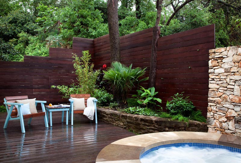Garden-Wall-And-Fence-Designs