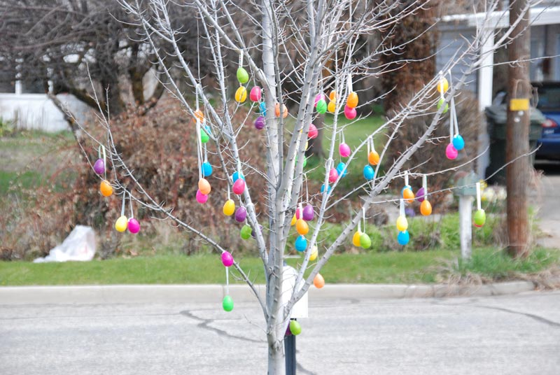 outdoor-easter-egg-decorations