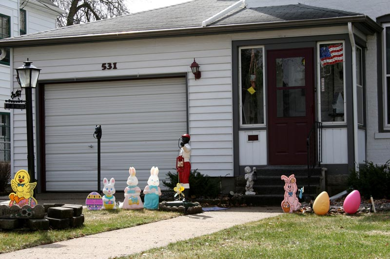 outdoor-easter-yard-decorations